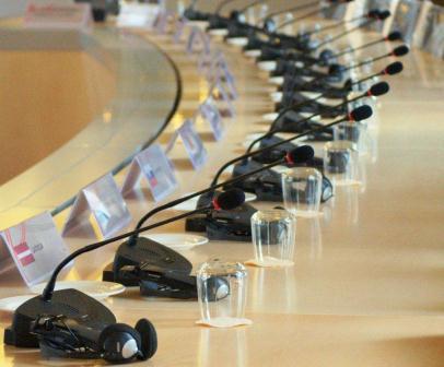 Gymnich top Brussel lunch tafel met draadlloze discussiemicrofoons