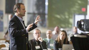 Speakers with more impact when providing simultaneous interpretation